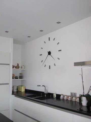 horloges cuisine horloge murale avec galets et marbre galets deco design