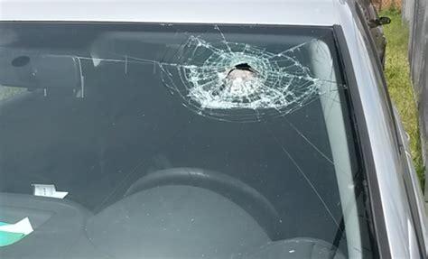 quel si鑒e auto si ferma al passaggio a livello auto danneggiata il canavese