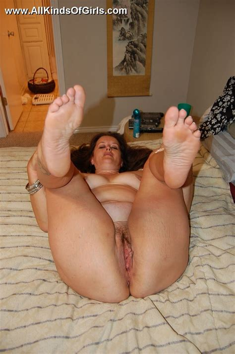 Busty Chubby Mature Mom Spreads Her Legs To Golden Bbw
