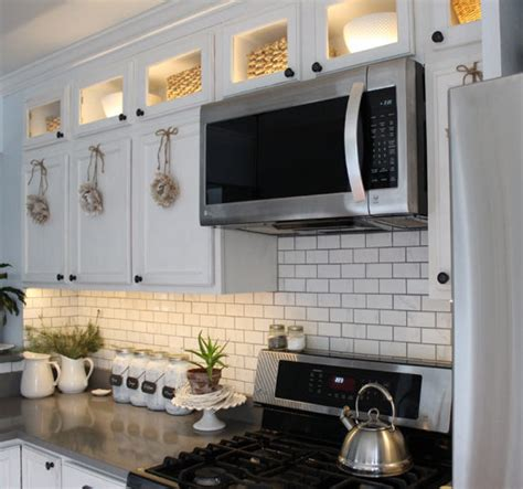 how to put lights kitchen cabinets cabinet lighting lighting ideas 9535
