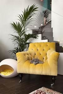 decorer l39interieur avec la chaise capitonnee With papier peint couleur taupe 18 le style art deco dans linterieur archzine fr
