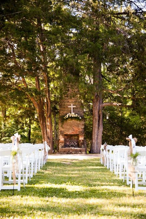 Backyard Wedding Locations by 25 Best Ideas About Outdoor Wedding Altars On