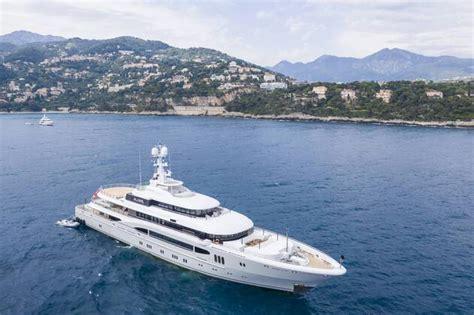 yacht global von hertha bsc investor lars win imago