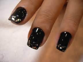 Mainstream black nails my art