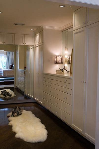love  dark floors sweet lamp   walkin closet