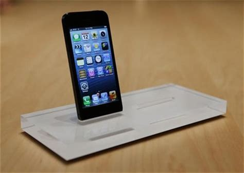 using iphone in europe apple s iphone 5 puts europe in 4g technology news