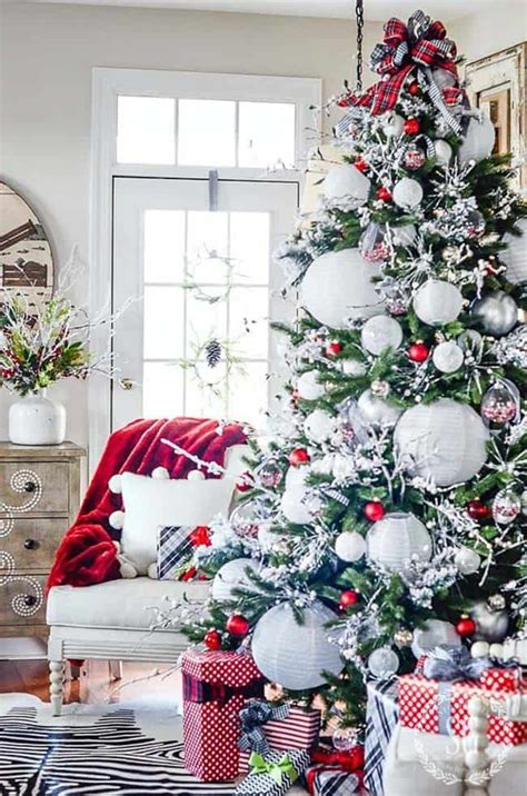 amazing christmas decorated trees   holiday