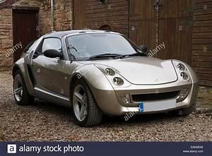 Smart Roadster Coupé : gold coloured smart roadster coupe car stock photo 75421189 alamy ~ Medecine-chirurgie-esthetiques.com Avis de Voitures
