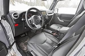 Jeep Wrangler vs Mercedes G550 vs Toyota Land Cruiser ...