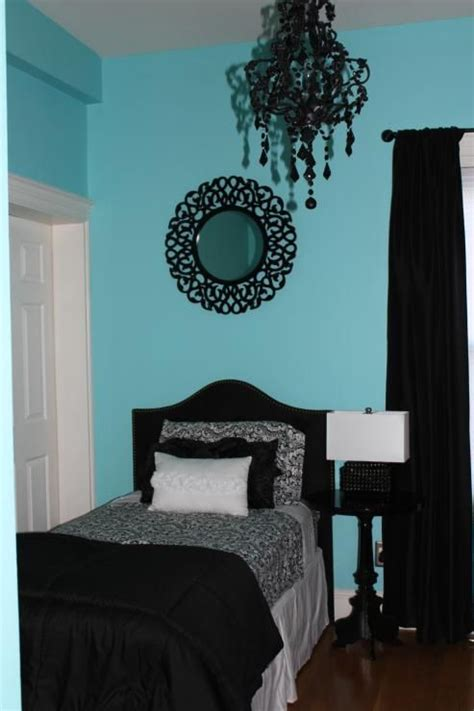 No one could deny that they are good colors for bedrooms! Girly shabby chic auqa bedroom with black and white decor ...