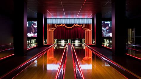 Bowling Alley & Lounge Area in Pasadena | Bowlmor