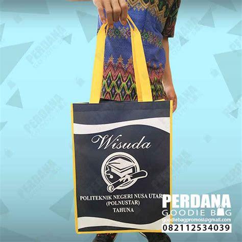 contoh tas souvenir wisuda bahan spunbond manado perdana goodie bag