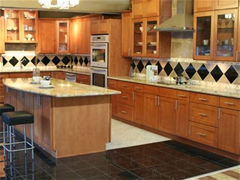 toffee colored kitchen cabinets toffee maple shaker cabinets from pius kitchen bath in 6273