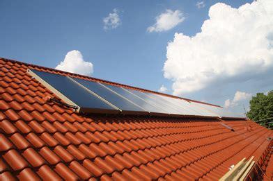 Solaranlage Roehren Oder Flachkollektor by Flachkollektoren Oder R 246 Hren Welche Eignen Sich Besser