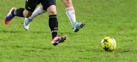 The german name for football (or soccer). Rote Karte: Ausschluss von rechtem Fußballverein aus ...