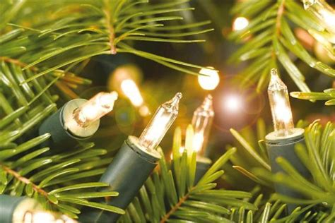 how to hang lights on a christmas tree peakstory com