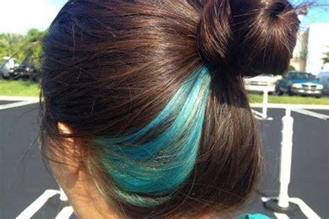 14 Beautiful Blue Hair Streaks For Women Hair Dos In