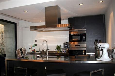 cuisine noir et inox l 39 élégance du noir et de l 39 inox un ancien pressoir