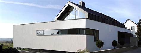 Moderne Häuser Mit Satteldach Am Hang by Bewusst Wohnen Und Leben Mit Einzigartiger Architektur