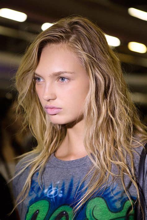 tout savoir sur la coloration blond californien marie claire