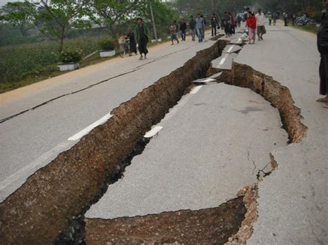 Powerful Earthquake Hits Myanmar (photos)