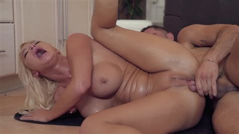 Marvelous Pornstar London River Has Anal Sex In The