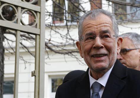 Alexander van der bellen (german pronunciation: Alexander Van der Bellen takes 'unbeatable lead' in Austria's presidential election