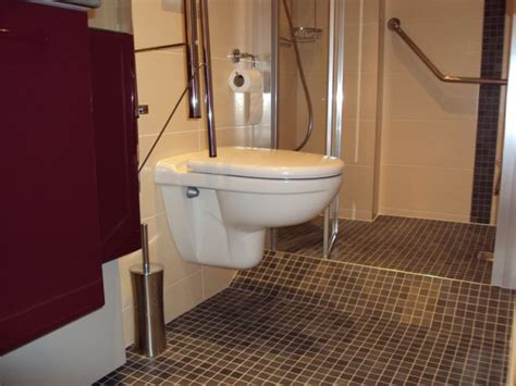 salle de bains aux normes handicap 233
