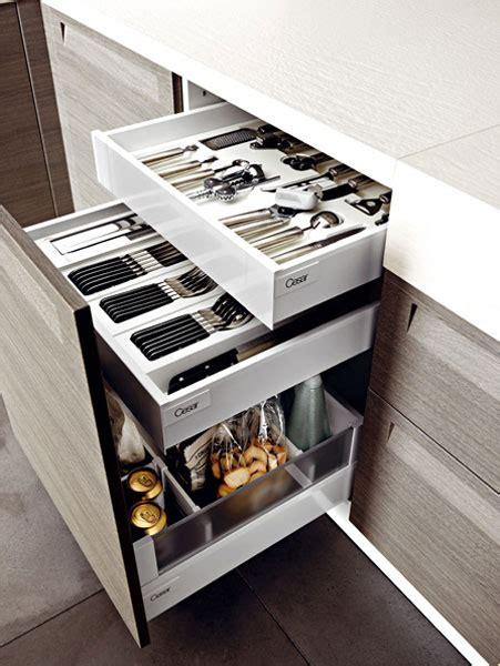 tiroir angle cuisine des rangements pour une cuisine fonctionnelle inspiration cuisine