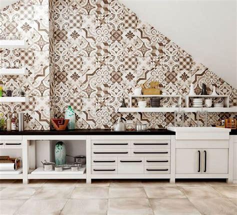 carrelage multicolore cuisine crédence cuisine moderne pour un intérieur chic et original