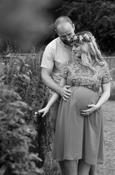 maternity photoshoot holly  lightly