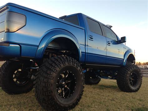 Best Floor For Lifted Trucks by 18 Awesome Blue Trucks That Prove It S The Best Color Photos