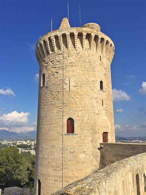 el castell de bellver  home mallorca