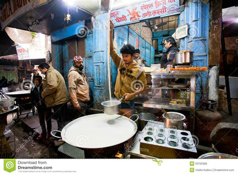 cuisine shop fast food shop with who prepares the
