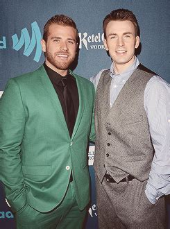 Chris Evans and his brother Scott | Scott evans, Chris ...
