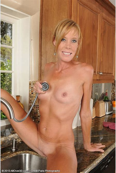 Skinny MILF Stacey Y. Make Her Peach Wet / MILF Fox