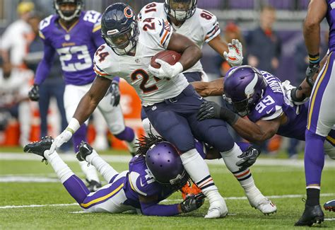 nfl schedule leaks bears close season  vikings