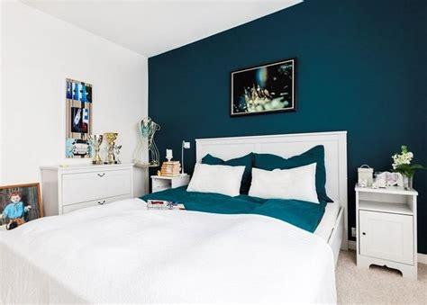 peinture murale pour chambre adulte déco salon couleur de peinture pour chambre bleu petrole