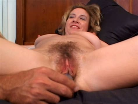 Mature Guy Eats Hairy Cunt Of Sexy Mom Leann Summer Video