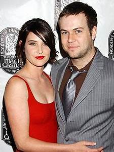 HIMYM 's Cobie Smulders Flashes Her New Engagement Ring