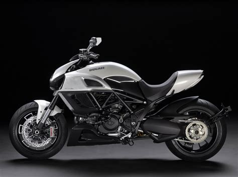 Ducati Photo by Top Motorcycle Wallpapers 2011 Ducati Diavel Photo Gallery