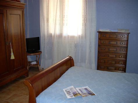 chambre tapisserie conseils pour la décoration d 39 une chambre d 39 adulte
