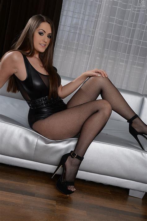 Hot Brunette Likes Rough Sex Milf Fox