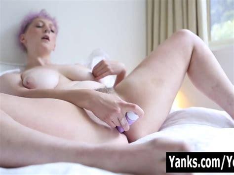 Yanks Beauty Vera Blue Rubs Her Hairy Snatch Free Porn