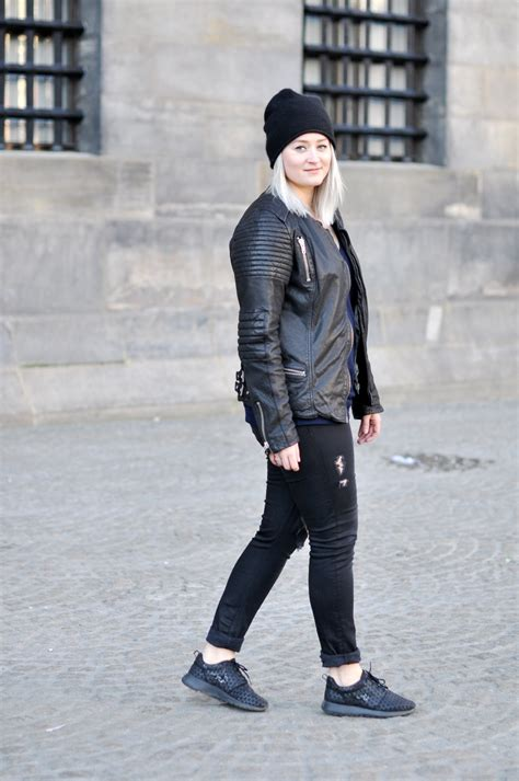 OUTFIT BLACK LEATHER JACKET SNEAKERS NIKE ROSHE METRIC BEANIE COS (2) - SFFTE.com