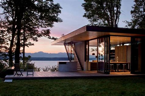 Compact House Lake Design