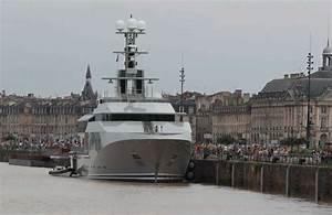 Hélicoptère De Luxe : bordeaux sur les quais un yacht priv dont les passagers partent en h licopt re sud ~ Medecine-chirurgie-esthetiques.com Avis de Voitures