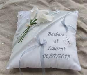 coussin de mariage coussin mariage blanc gris perle décor strass papillons prénoms brodés autres accessoires par