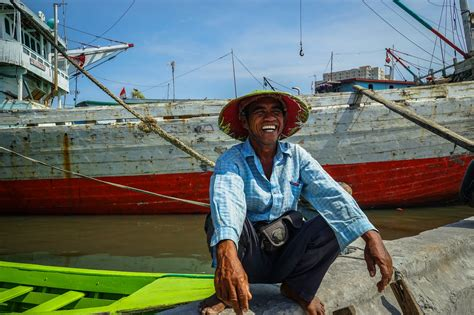 slums  jakarta indonesia uncharted backpacker