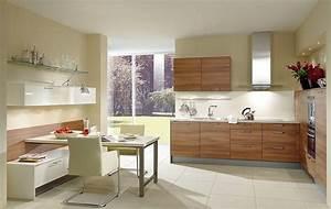 Küche L Form Hochglanz : l form k che aus holz und essplatz mit sideboar in hochglanz wei ~ Bigdaddyawards.com Haus und Dekorationen